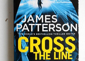 Книга на английском Cross the Line James Patterson